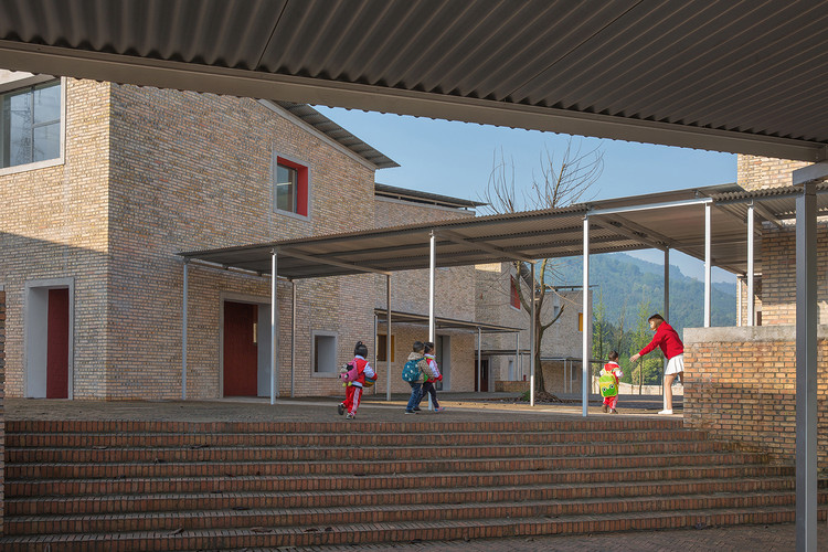 Xinchang Village's Central Kindergarten / Atelier Deshaus, © Su Shengliang