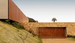 House of the Stones  / mf+arquitetos