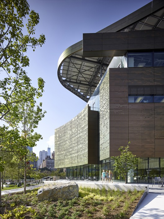 The Bloomberg Center / Morphosis. Image  Matthew Carbone for Morphosis