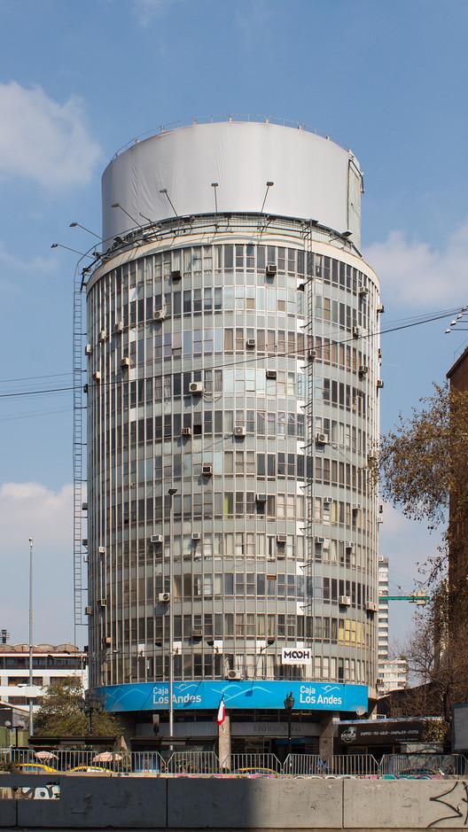 Reval Building / Jorge Aguirre + Rafael Saavedra + Guillermo Geisse. Image © Manuel Albornoz