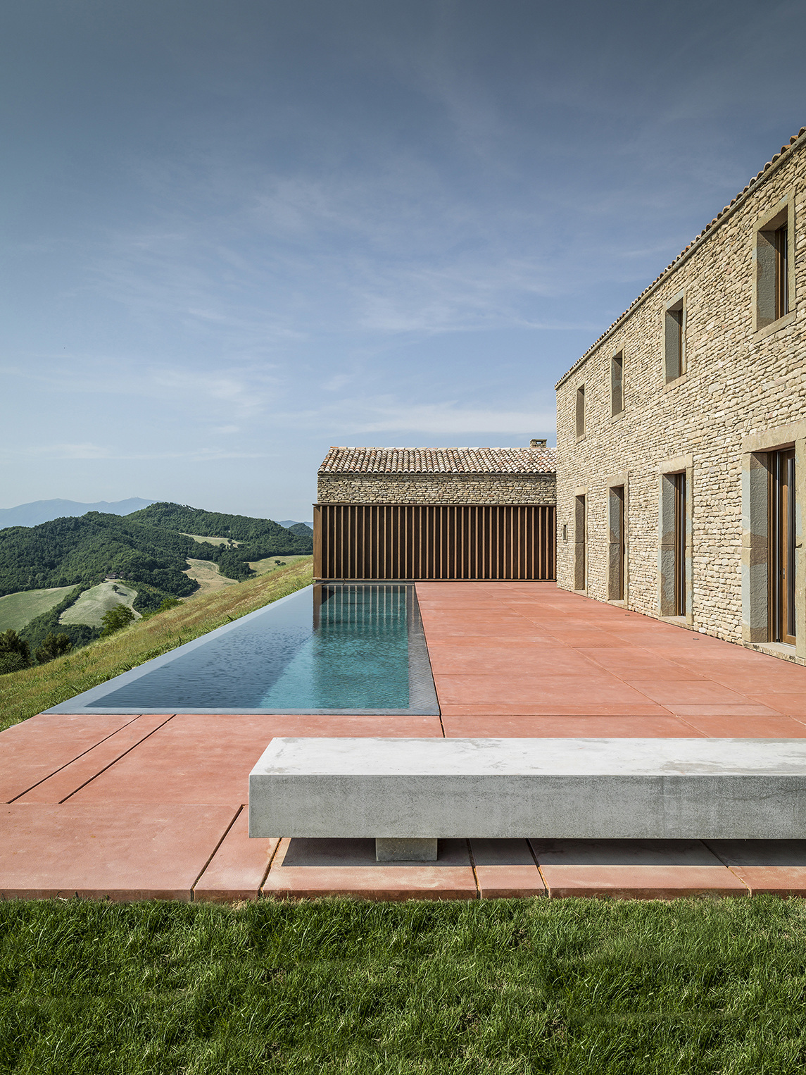 Ap house urbino gga gardini gibertini architects archdaily - Traditional polish houses wood mastership ...