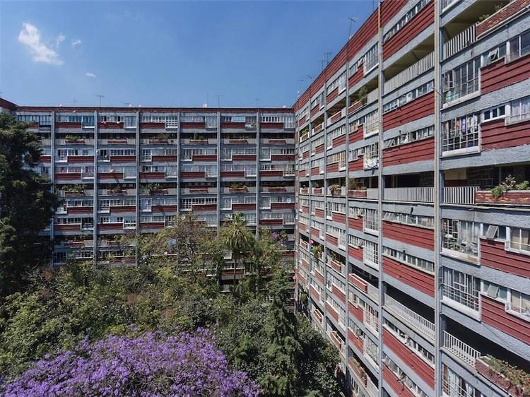 El ideal del multifamiliar: A 70 años del primer centro urbano moderno, Cortesía de INBA