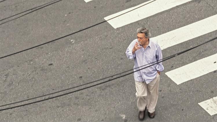 """Arquivo: Entrevistas com Paulo Mendes da Rocha, via screenshot do trailer do filme """"Tudo é Projeto"""" de Joana Mendes da Rocha"""
