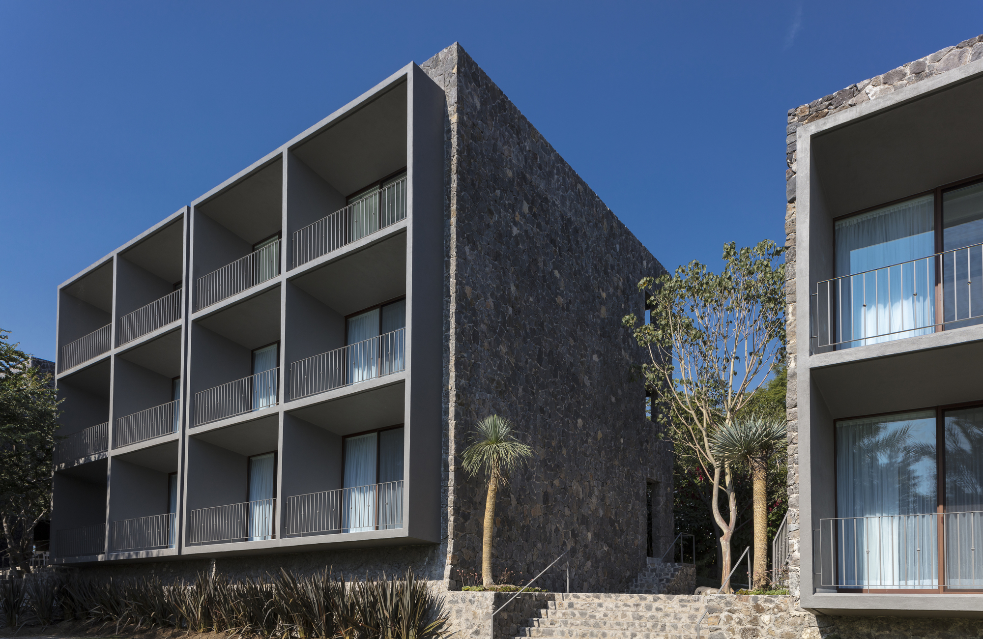 Hotel huayac n t3arc archdaily brasil for Small hotel building design