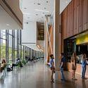 Bridge for Laboratory Sciences, Vassar College, Integrated Science Commons; Poughkeepsie, New York / Ennead Architects. Image © Richard Barnes