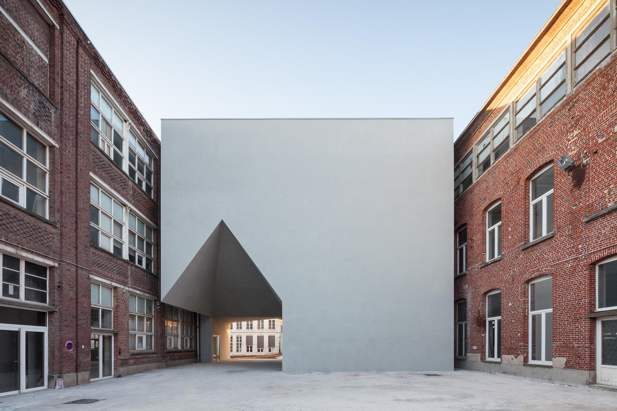 Faculdade de Arquitetura em Tournai / Aires Mateus
