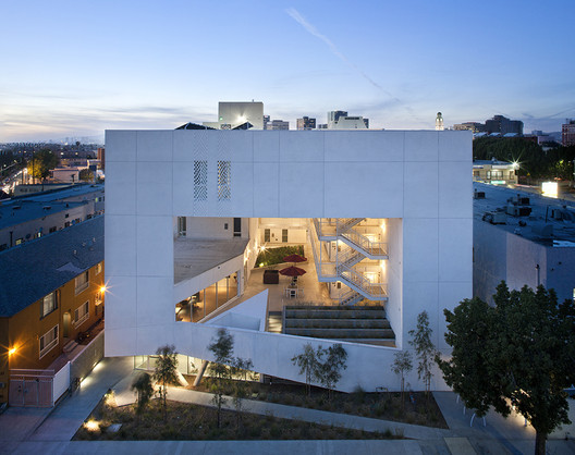 <a href='http://www.archdaily.com/877376/the-six-affordable-housing-brooks-plus-scarpa-architects'>The Six, by Brooks + Scarpa Architects</a>, is one of the projects commissioned by Skid Row Housing Trust and featured in Myles Kramer's winning film. Image © Tara Wucjik