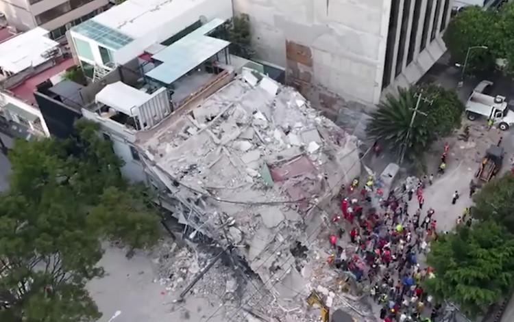Como evitar o colapso de edifícios durante terremotos, via screenshot de vídeo de Noticias Telemundo