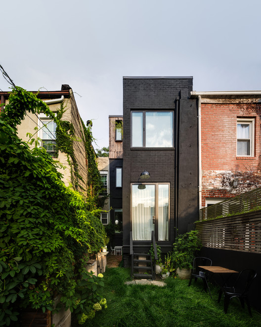 Little House. Big City / Office of Architecture