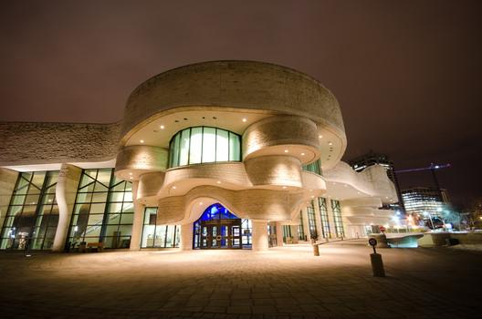 Canadian Museum of History, Gatineau, Quebec. © <a href='http://https://www.flickr.com/photos/bcymet/6902860395/in/photolist-bvYXUp-fp97EN-foTSUx-SR5BKE-foTZTx-STS7Se-5mFADJ-foTPYa-foTUWn-foU24g-foU1pP-5mGEue-bto67V-hTBwVj-hTCbix-4M3qX-cQAYBf-4abMgJ-pEWi6U-fp9a17-fp95Eu-foTUnZ-foTSmr-fp9i4E-foTYWV-4ufRM8-dHEWaH-hTBvLA-fjwZDY-dHLkCE-6h9e1Q-hTBzZA-dHEVMn-bkXNgx-eJV6N3-fp95Xo-eggaue-yTrRiW-eJVc35-foTVZ4-dHKsSb-fp95iG-fp9fbj-bkXFTa-dHE7ea-ajyBLZ-bkXANz-dejox5-dejoD2-eJP2va'>Flickr user bcymet.</a> Licensed under CC BY-NC 2.0