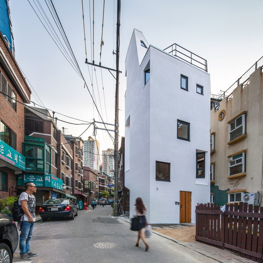 Crevice House  / ThEPlus Architects