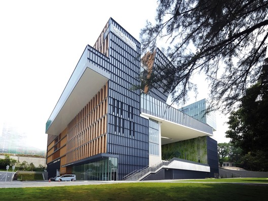 Chu Hai College Campus / Rocco Design Architects