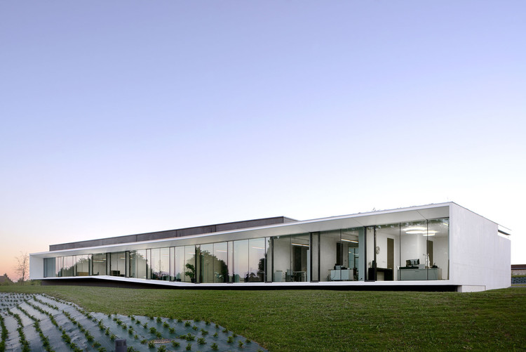 Aseptic Office and Lab / AUM Pierre Minassian, © Erick Saillet