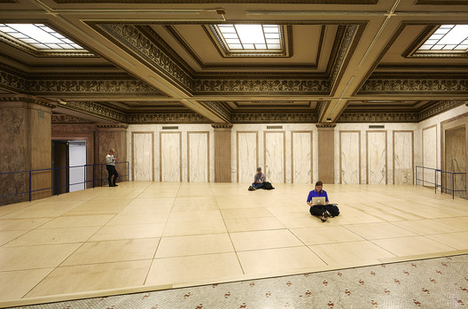 Frida Escobedo's entrance installation in the Chicago Cultural Center. Image © Kendall McCaugherty