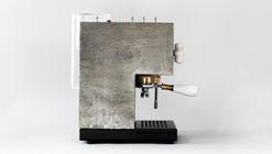 Desde tu cama pídele un café a AnZa, una cafetera brutalista de cemento
