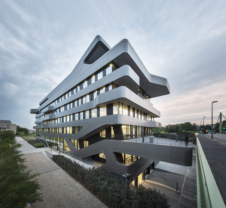 FOM Hochschule Building in Düsseldorf / J. Mayer H. Architects, © David Franck