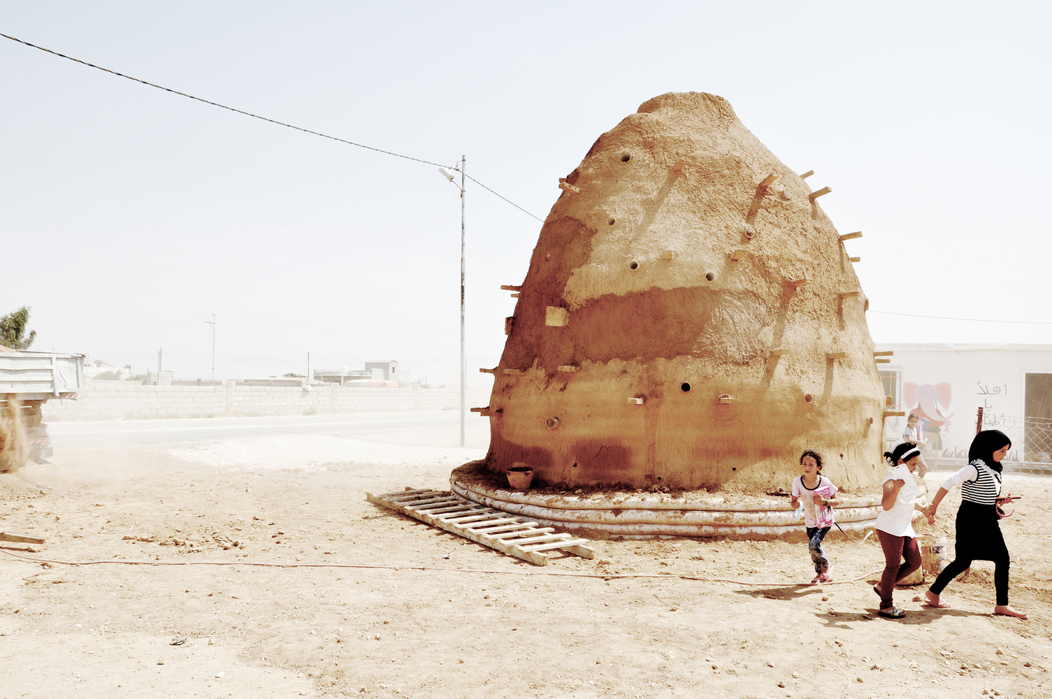 100 Classrooms for Refugee Children / Emergency Architecture & Human Rights