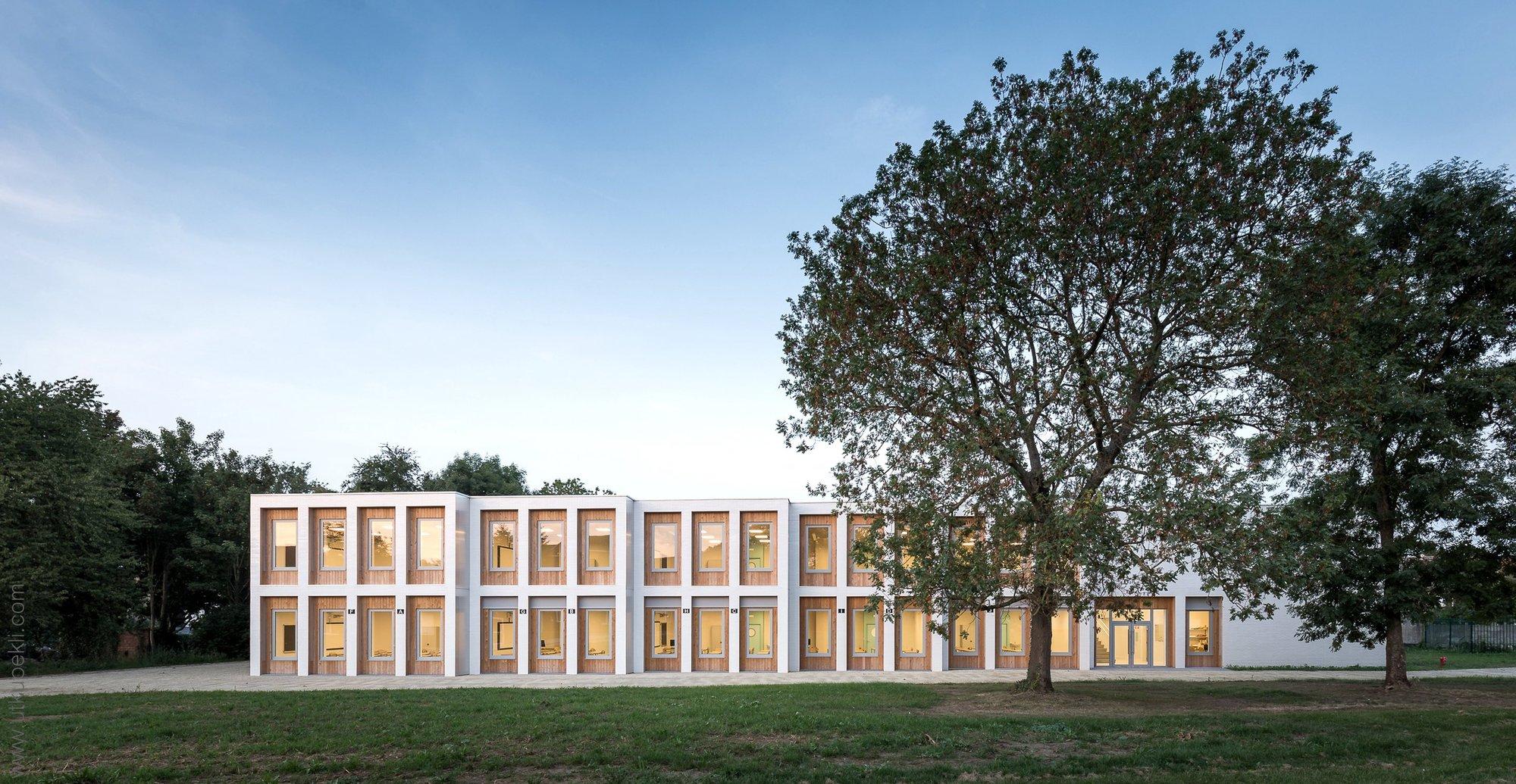 10 nuevas aulas marcinelle lt2a open architectes for Aulas web arquitectura