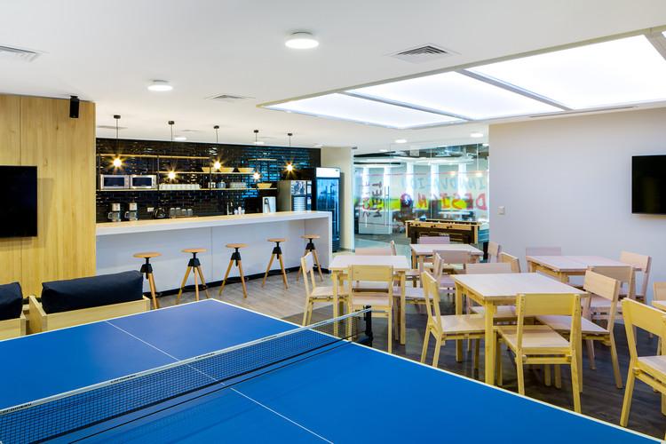 Coffee Areas, espacios de reunión y café al interior del lugar de trabajo, Cortesía de Contract Workplaces