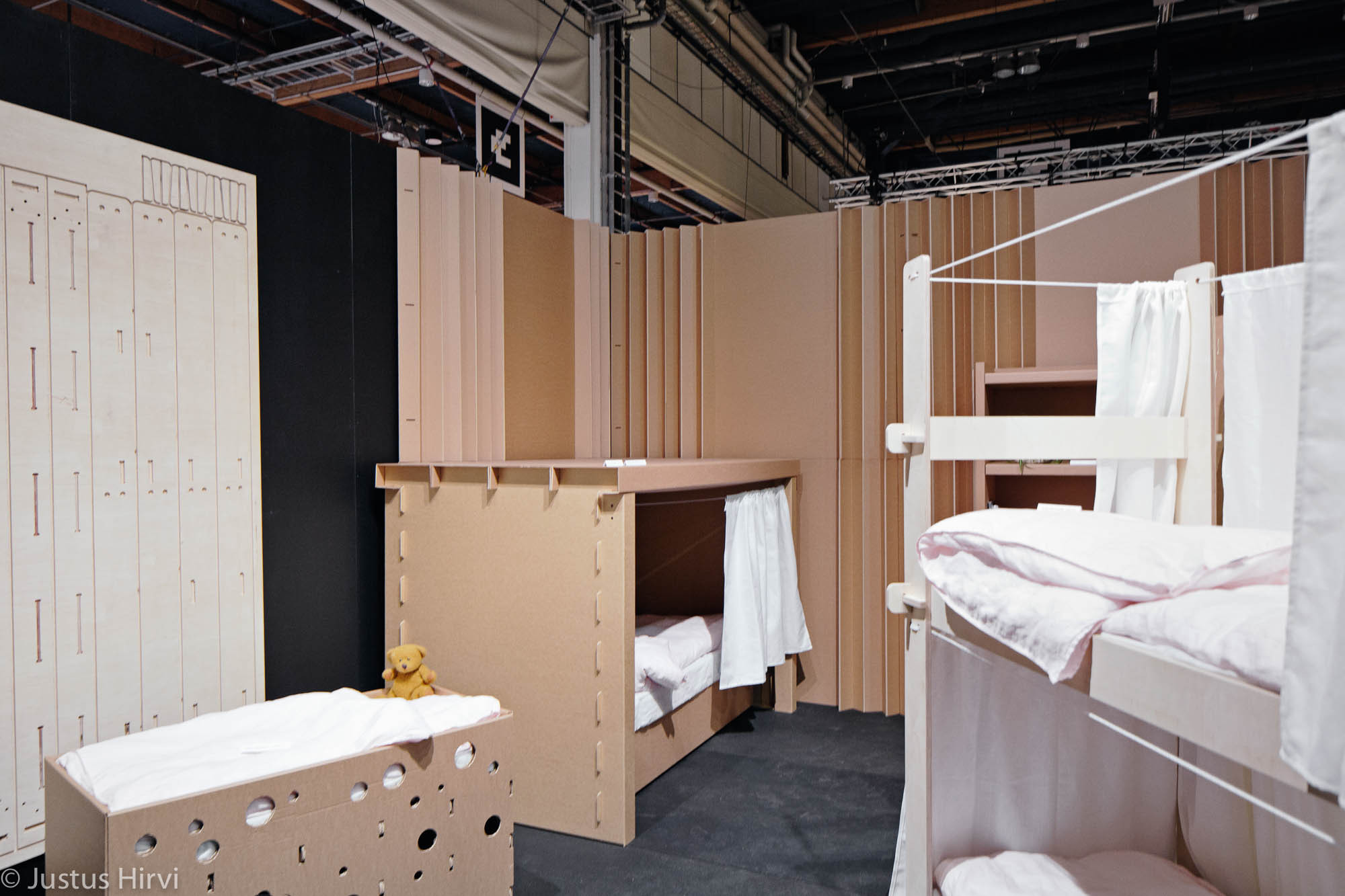 Students Design Temporary Furniture For Victims Of Displacement