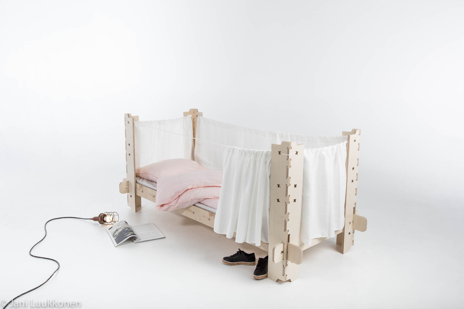 Students Design Temporary Furniture for Victims of Displacement, Jani  Luukkonen
