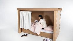 Estudiantes diseñan muebles temporales para refugiados en madera y cartón
