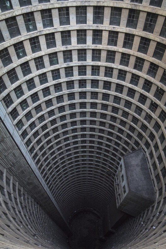Ponte City Apartments, Johannesburg, South Africa / Manfred Hermer. Image © Ryan Koopmans
