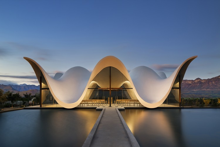 Bosjes Chapel, Ceres, Cape Town, South Africa / Steyn Studio. Image © Adam Letch