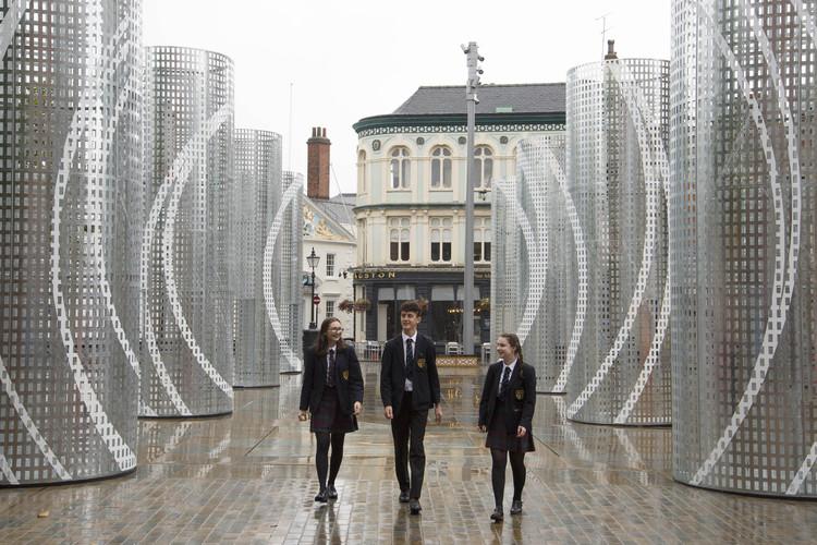 Pezo von Ellrichshausen y Felice Varini entregan un nuevo espacio cívico a la ciudad de Hull, © Anna Gowthorpe
