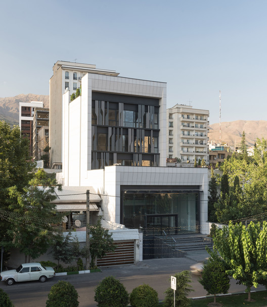 Farmanieh Commercial-Office Building   / Alidoost and Partners, © Deed studio
