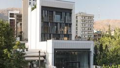Edificio comercial y de oficinas Farmanieh  / Alidoost and Partners