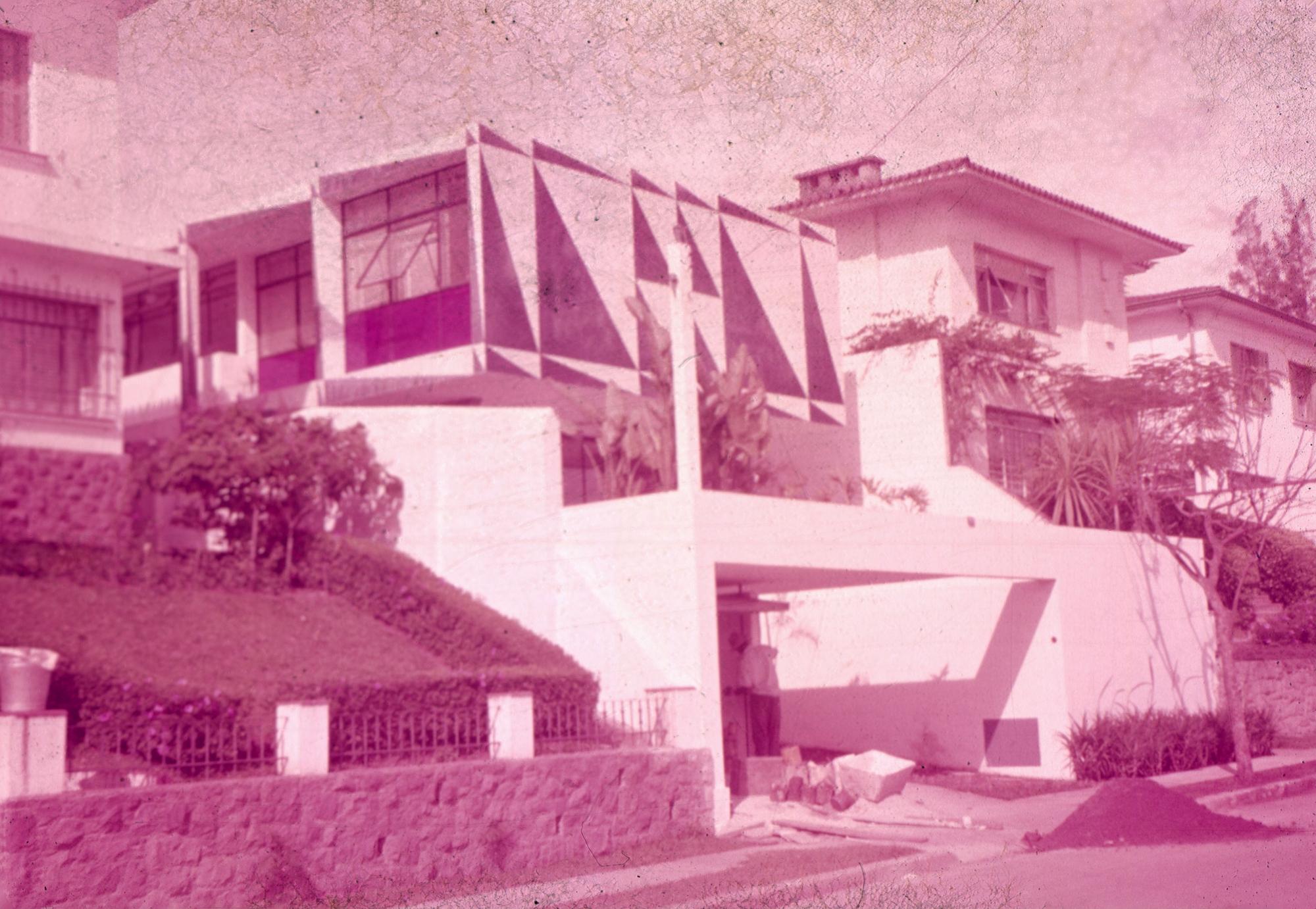 Galeria de Clássicos da Arquitetura: Casa dos Triângulos / João Batista  Vilanova Artigas - 7