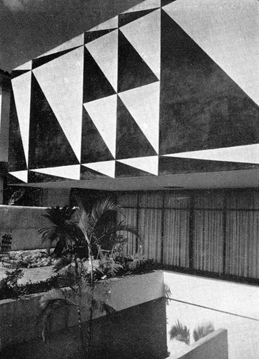 Galeria de Clássicos da Arquitetura: Casa dos Triângulos / João Batista  Vilanova Artigas - 3