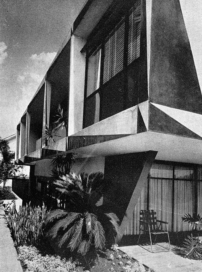 Galeria de Clássicos da Arquitetura: Casa dos Triângulos / João Batista  Vilanova Artigas - 5