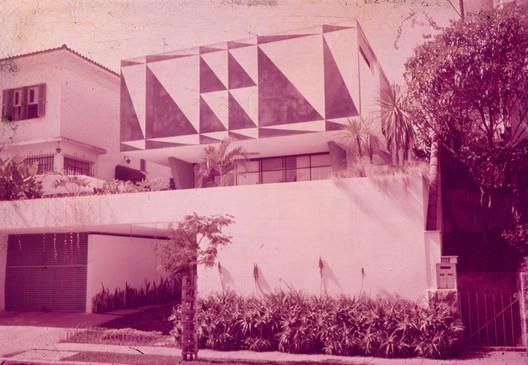Clássicos da Arquitetura: Casa dos Triângulos / João Batista Vilanova  Artigas | ArchDaily Brasil