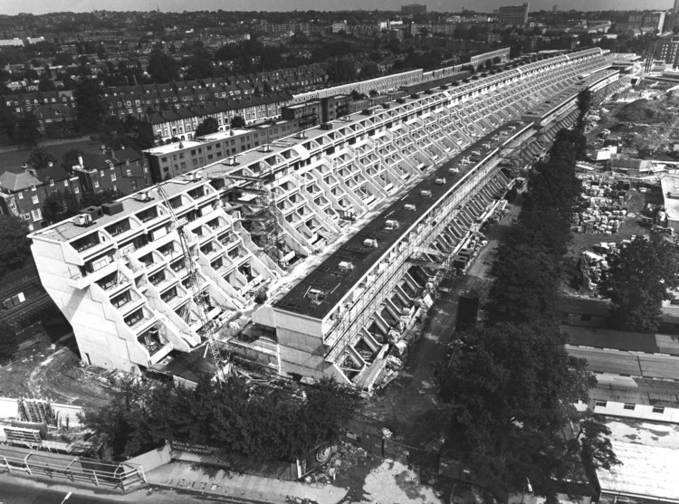 "RIBA Criticizes UK Government's Housing Promise: ""It Just Won't Meet the Scale of Investment Needed"", Last week, the RIBA awarded Neave Brown the 2018 RIBA Gold Medal. Brown is known for his work on progressive social housing projects, including the Alexandra Road Estate, shown here. Image © RIBA Collections"