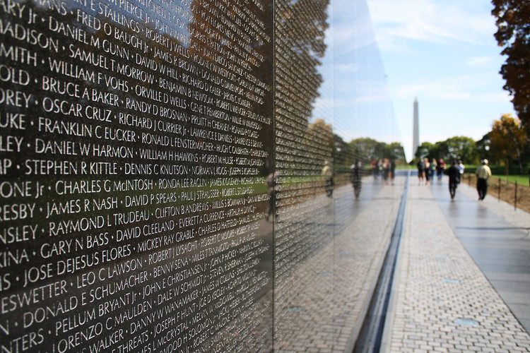 Spotlight: Maya Lin, Vietnam Veterans Memorial. Image © <a href='https://www.flickr.com/photos/derekskey/5249593792'>Flickr user derekskey</a> licensed under <a href='https://creativecommons.org/licenses/by/2.0/'>CC BY 2.0</a>