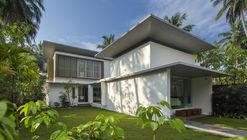 The Floating Parasol House / LIJO.RENY.architects
