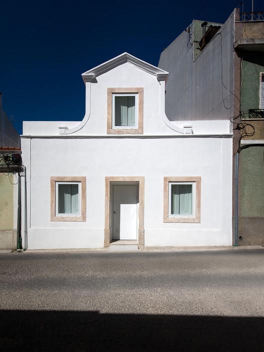 House Cr / Gonçalo Duarte Pacheco, Facade. Image Courtesy of Gonçalo Duarte Pacheco
