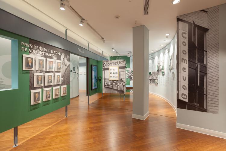 Yemail Arquitectura diseña exposición museográfica para exhibir trayectoria de gran empresa colombiana, © Santiago Pinyol