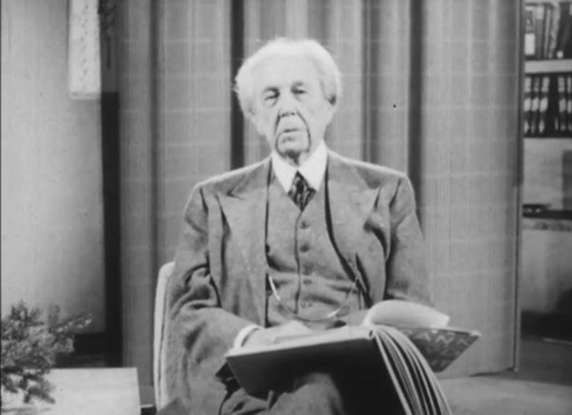 Frank Lloyd Wright confirma reputação de egocêntrico em entrevista aos 83 anos de idade