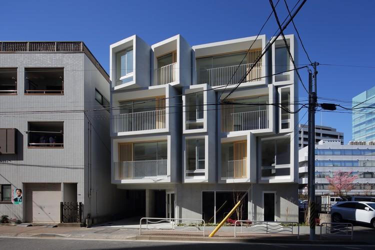 FUKOSHA Apartment Building / SUEP, © Kai Nakamura