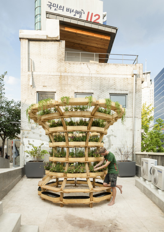 Estrutura modular de madeira permite diversas configurações para o cultivo de plantas, © Daniel Ruiz