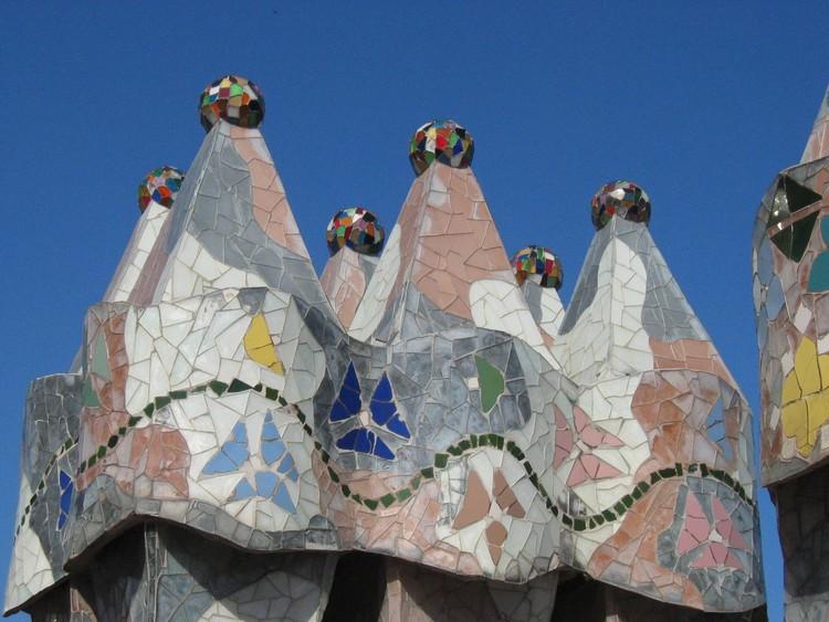 Barcelona Casa Batll%C3%B3 DachterrasseKamine (1)