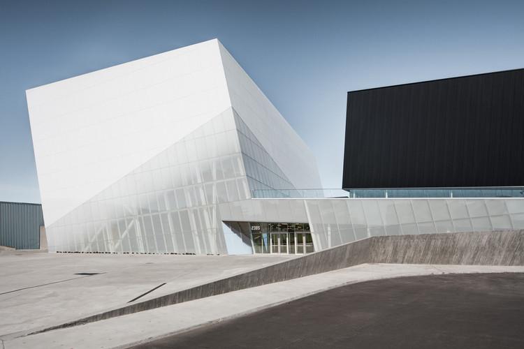 Complejo deportivo Saint-Laurent / Saucier + Perrotte architectes + HCMA, © Olivier Blouin