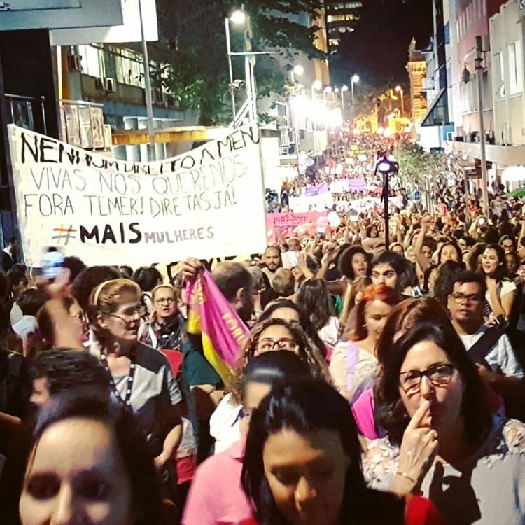 """Gênero e estudos urbanos, uma conciliação necessária, 'Marcha Internacional """"Mundos de Mulheres por Direitos"""" em Florianópolis, Seminário Internacional Fazendo Gênero 11, 2017 . Image © Diana Helene"""