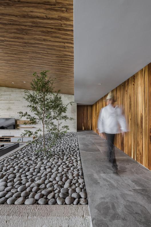 Casa Lago / FARQ Arquitectos
