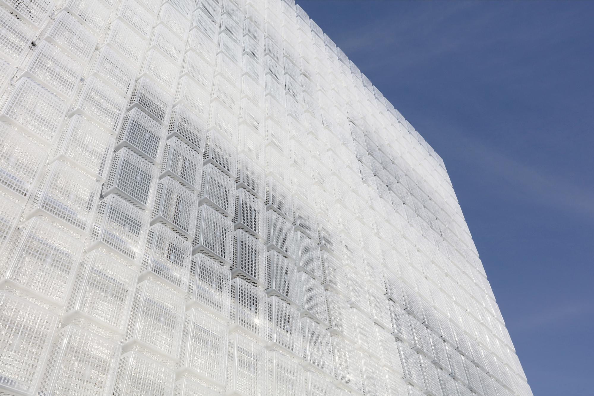 Facade: 1,500 Semi-Transparent Plastic Baskets Form A Lightweight