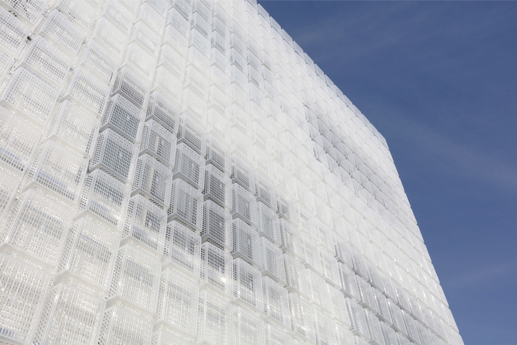 1,500 Semi-Transparent Plastic Baskets Form a Lightweight Facade, Courtesy of M.A.P