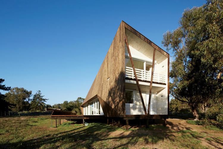 Casa dos pieles ver nica arcos plataforma arquitectura for Minimalist house in usa